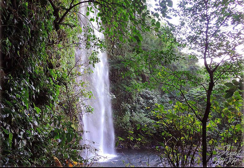 Cascada De La Cueva De Los Murcielagos